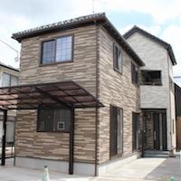 狭小地に建つこだわり満載の2世帯3階建て住宅