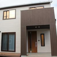 こだわりのとんがり屋根のシンプルなお家